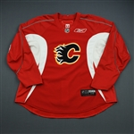 Higgins, Chris<br>Red Practice Jersey<br>Calgary Flames 2009-10<br>#21 Size: 58