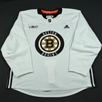 Bergeron, Patrice<br>White Practice Jersey w/ O.R.G. Packaging Patch <br>Boston Bruins 2017-18<br>#37 Size: 58