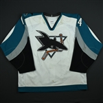 Marleau, Patrick  *<br>White - Tenth Anniversary Patch - PHOTO-MATCHED<br>San Jose Sharks 2000-01<br>#14 Size: 56