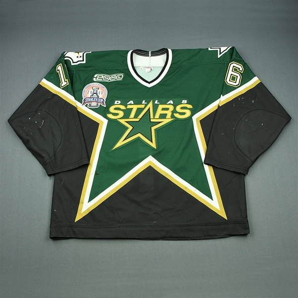 Hull, Brett *<br>Green Stanley Cup Final - Video-Matched to Game 2 - Hull Scores Two Goals in 2-1 Stars Win<br>Dallas Stars 1999-00<br>#16 Size: 56